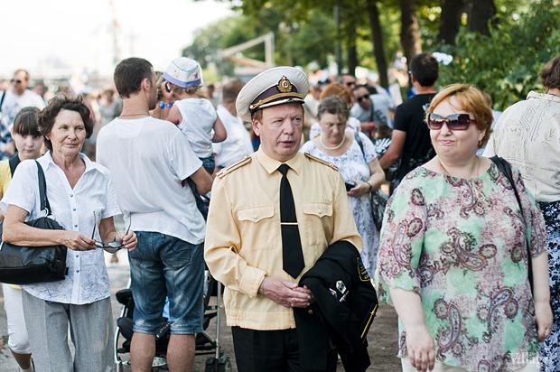 Фоторепортаж: День Военно-морского флота в Петербурге. Изображение № 16.