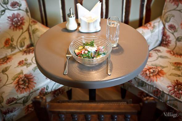 Овощной салат с яйцом-пашот (250 рублей). Изображение № 28.