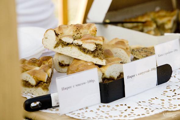 Еда на Пикнике «Афиши»: сэндвичи Foodster, пироги «Это моя булочка» и бургеры от «Даров природы». Изображение № 23.
