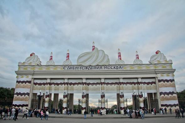 Универсальное поздравление: День города на московских улицах. Изображение № 32.