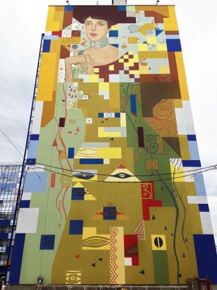 На брандмауэре в Кудрово нарисовали Климта. Изображение № 1.
