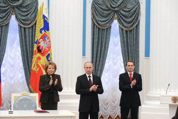 Обмен санкциями между Россией и Западом, отзыв лицензий у банков и капризы московской погоды. Изображение № 3.
