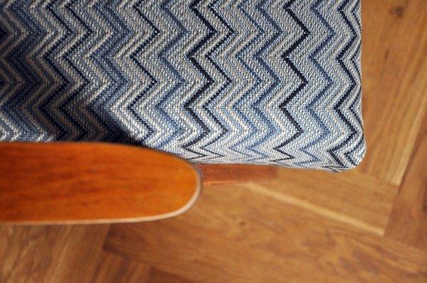 Своими руками: Обновить обивку старого кресла. Изображение № 10.