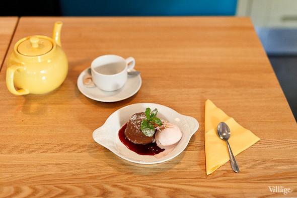Горячий шоколадный кекс с шариком мороженого — 230 рублей. Изображение № 29.