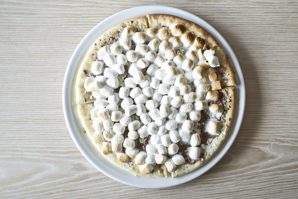 Шоколадная пицца с маршмеллоу 520 рублей. Изображение № 13.