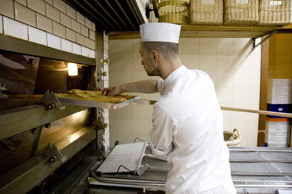 Фоторепортаж с кухни: Как пекут хлеб в «Волконском». Изображение № 24.