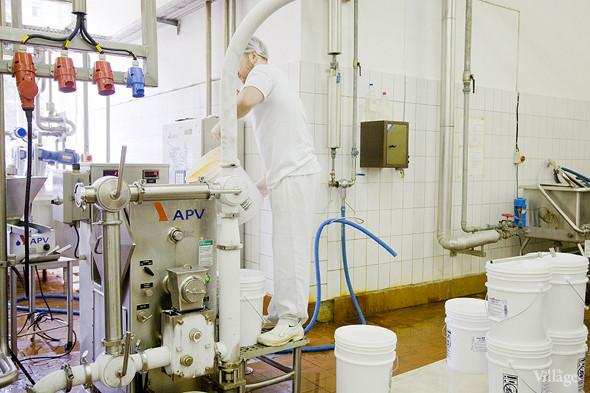 Фоторепортаж: Как делают мороженое «Баскин Роббинс». Изображение № 21.