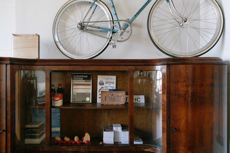 Офис дизайн-бюро «Щука» с усами на стенах. Изображение № 15.