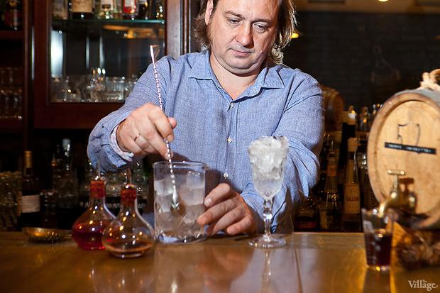 Охладить смесительный стакан и слить талую воду. Изображение № 18.