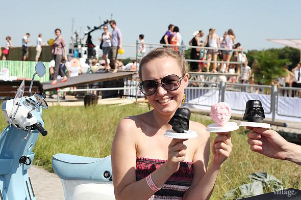 Все вкусы мороженого разработаны в московской лаборатории и изготовлены из органических продуктов, выращенных на территории России, кроме лакрицы, пуэра и чая мате — их доставляют из Китая. Изображение № 70.