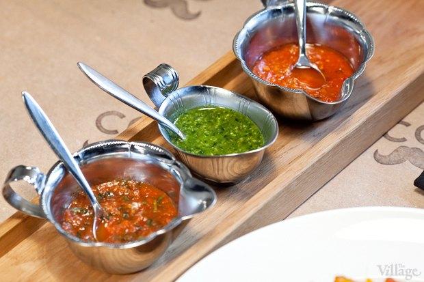 Соус томатный с травами, базиликовый соус, соус красный песто— по 50 рублей. Изображение № 18.