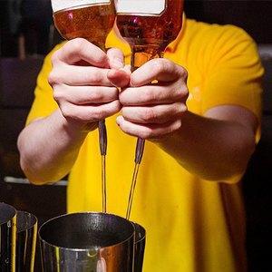 10 знаменитых барменов— отом, можно липить наработе, огромных чаевых илучших коктейлях вмире. Изображение № 8.