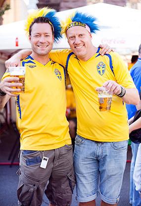 Жёлто-голубые: Самые яркие фанаты сборных Украины и Швеции. Зображення № 8.