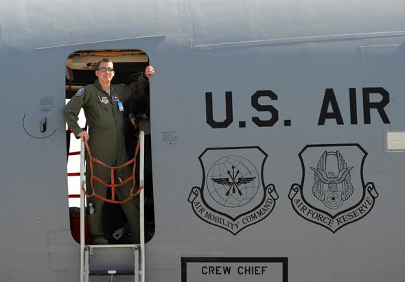 ВВС США представили военно-транспортный самолёт С-5А Galaxy, штурмовик А-10 и разведчик Р-3. Изображение № 15.