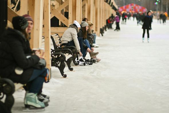 Бегущий на лезвиях: Первые посетители катка в парке Горького. Изображение № 16.