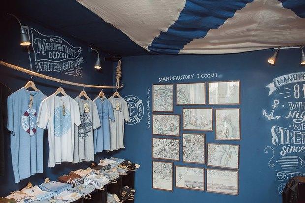 На Большой Морской открылся магазин одежды ссимволикой города. Изображение № 4.