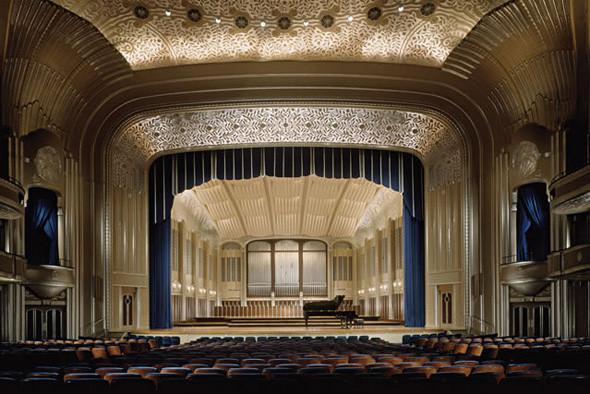 Оформление концертного зала в Кливленде — пример удачного сочетания графического дизайна и физических характеристик места (в данном случае — исторического интерьера).. Изображение № 10.