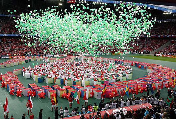 800 волонтеров примут участие в церемонии закрытия чемпионата в Киеве. Изображение № 9.