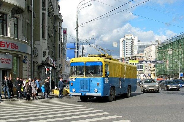 Сине-жёлтая Москва: Городские объекты вцветах флага Украины. Изображение № 4.