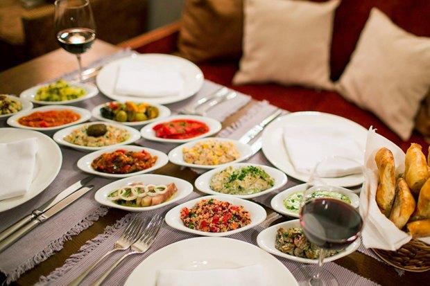 Ресторан «Северяне», фан-кафе «Красти Краб» и еда для хладнокровных в Monster Hills. Изображение № 4.