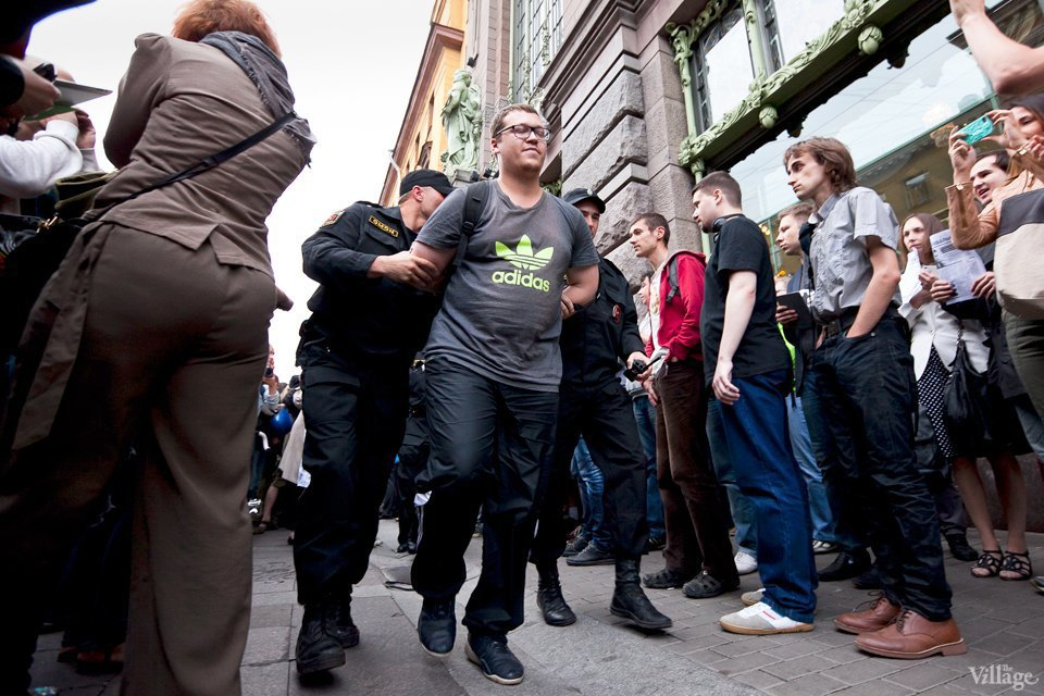 Фоторепортаж: «Народный сход» вподдержку Навального вПетербурге. Изображение № 29.
