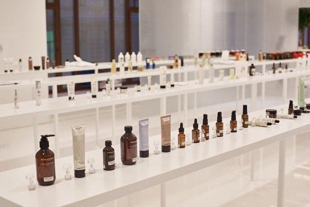 В AuPontRouge открылся этаж Cosmotheca сминималистическим дизайном иконвейером. Изображение № 7.