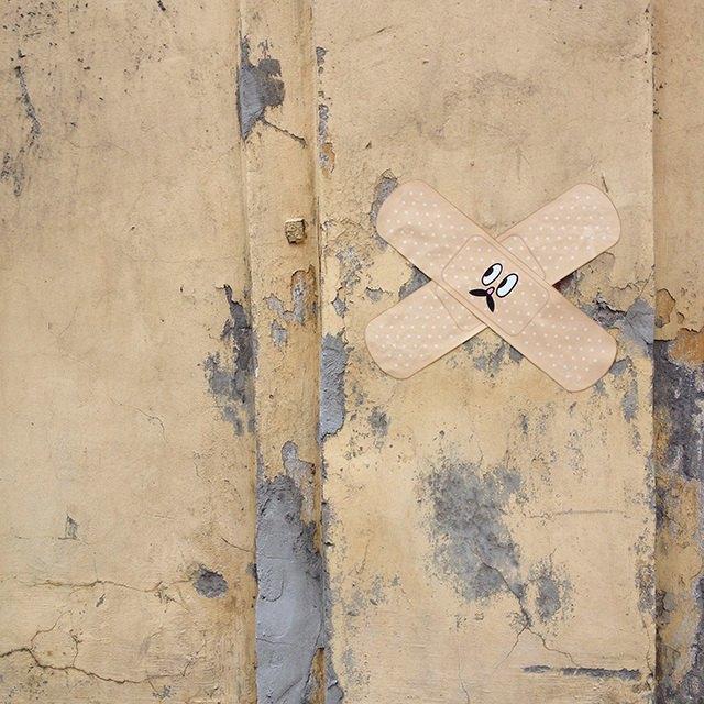На стенах нуждающихся времонте петербургских домов появились гигантские пластыри . Изображение № 2.