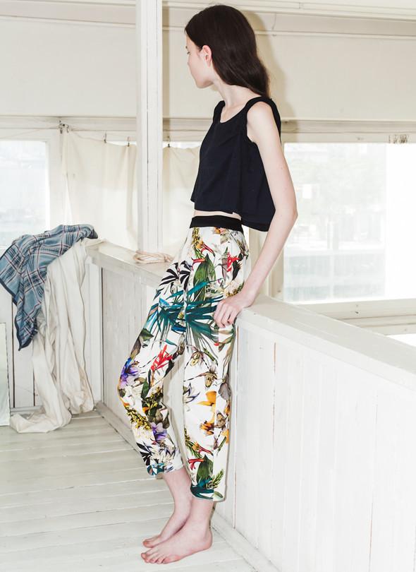 Вещи недели: 10 брюк с яркими принтами. Изображение № 2.