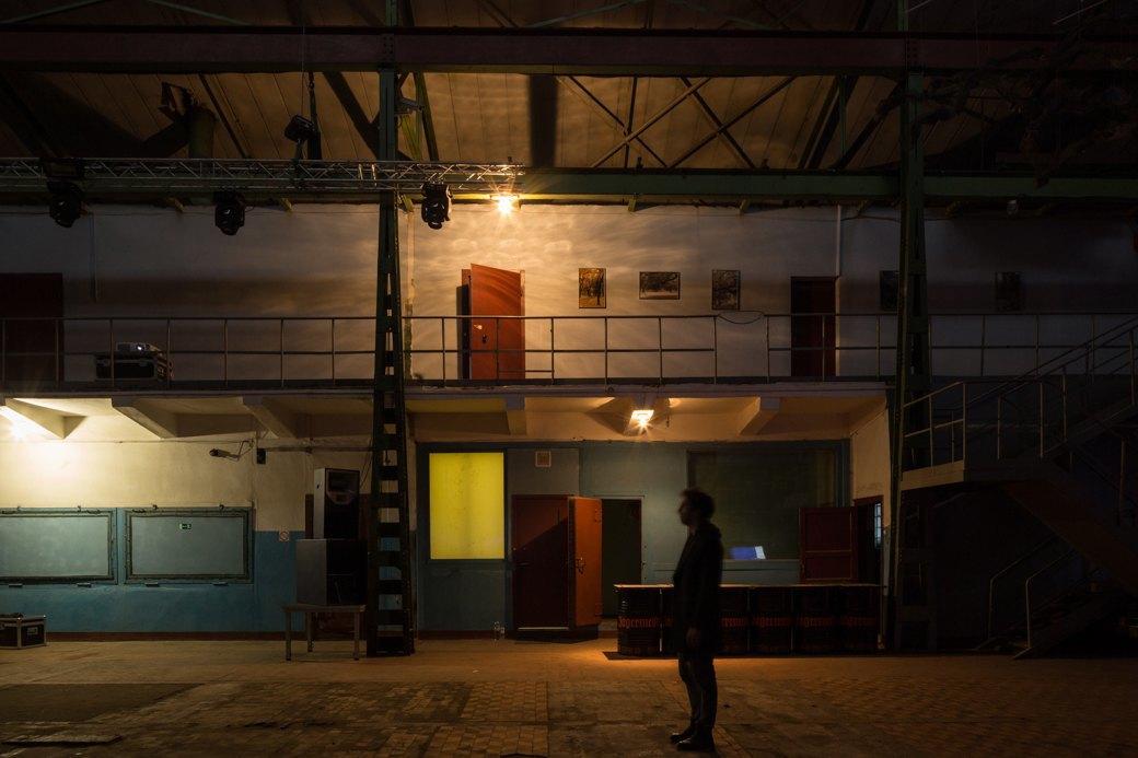 Заводы стоят: Как вПетербурге проводят рейвы впромышленных зданиях. Изображение № 3.
