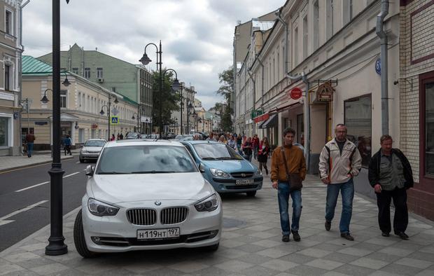 Стихийная парковка на Пятницкой улице. Изображение № 5.