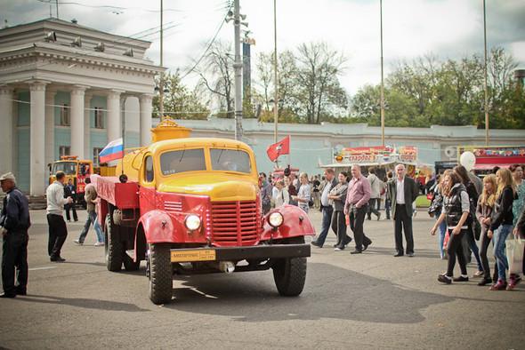 Универсальное поздравление: День города на московских улицах. Изображение № 2.