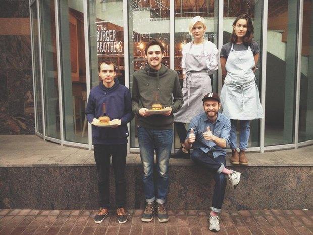 На «Маяковской» открылось кафе The Burger Brothers. Изображение № 1.
