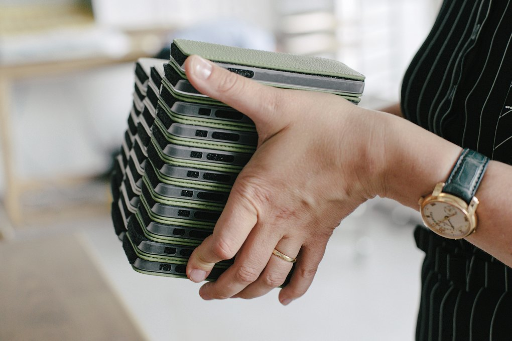 «Марсель Роберт»: Как семейная пара поставляет чехлы для айфона в re:Store и скайшопы. Изображение № 3.