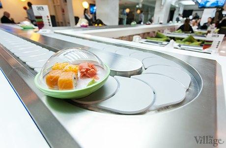 На Крещатике открылся ресторан с суши-конвейером. Зображення № 1.