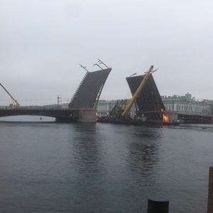 Дворцовый мост впервые развели на все выходные. Изображение № 4.