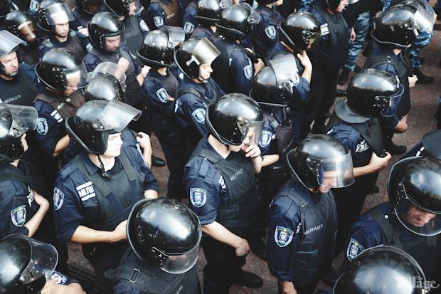 Основные силы милиции сосредоточены со стороны Трёхсвятительской улицы. Изображение № 17.