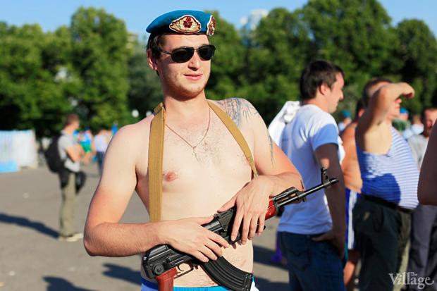 Люди в городе: Как отмечали День ВДВ в парке Горького. Изображение № 23.