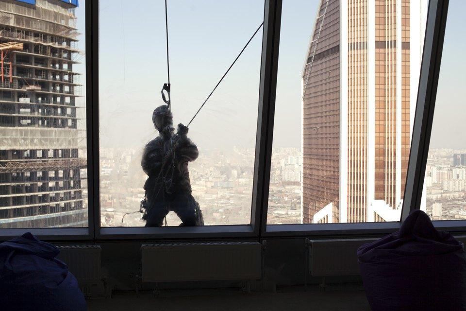 Как моют окна насмотровой площадке «Москва-Сити». Изображение № 10.
