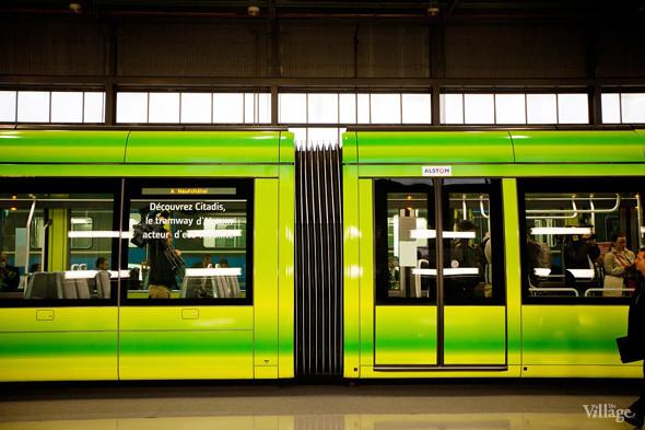 В Петербурге представили новые вагоны метро и низкопольный трамвай. Изображение № 21.