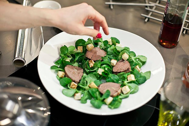 Шеф дома: Ростбиф-салат и тыквенная каша Мириам Сехон. Изображение № 60.