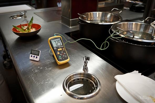 Температуру приготовления яиц вымеряют до 0,5 градуса. Изображение №2.