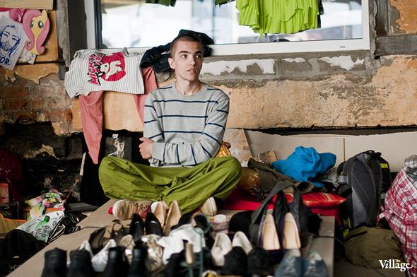 Фоторепортаж: Люди, покупки и опасные отходы на Garage Sale. Изображение № 17.