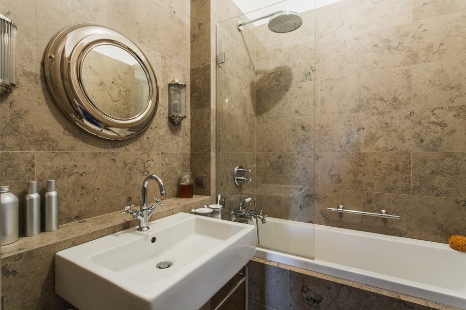 Светлая квартира архитектора всталинском доме. Изображение № 30.