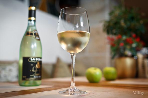 Белое вино Pinot Grigio Pelle Veneto — 300 рублей (бокал). Изображение № 29.