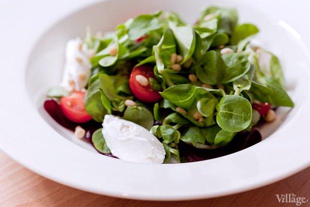 Маш-салат с печёной свёклой, козьим сыром и кедровыми орешками — 280 руб. . Изображение № 23.