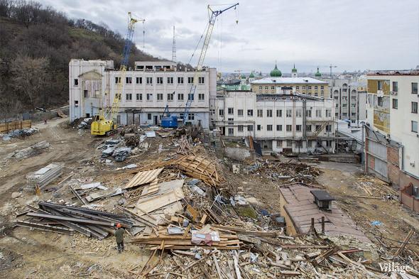 Фоторепортаж: На Андреевском спуске снесли здание XIX века. Зображення № 5.