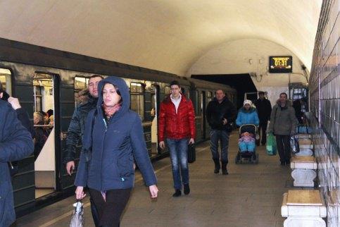 В метро начали устанавливать табло обратного отсчёта времени доприбытия поезда. Изображение № 1.