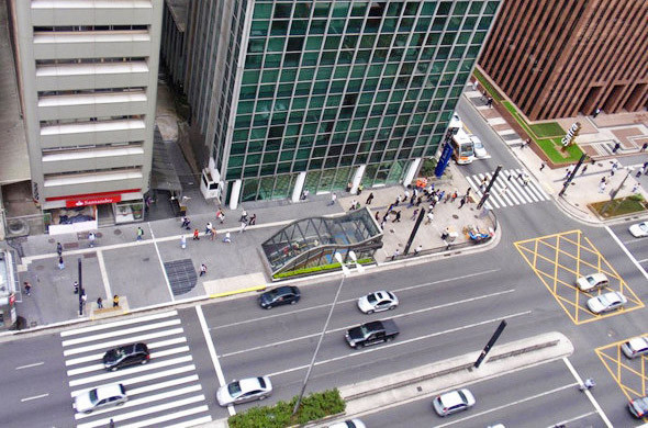 На комфорт городской среды больше влияет не этажность зданий, а организация пространства вокруг них. . Изображение №14.