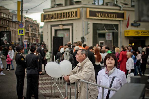 Универсальное поздравление: День города на московских улицах. Изображение № 17.