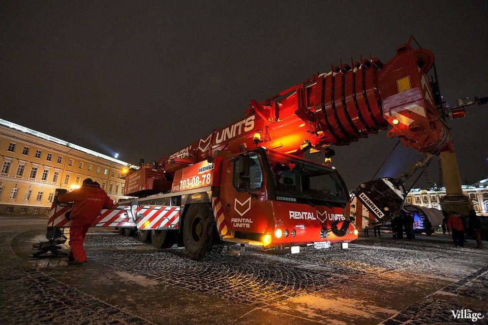 Фоторепортаж: Как устанавливали главную петербургскую ёлку. Изображение № 6.